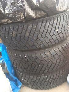 4 pneus d'hiver avec rimes 14/175/70 pour deux hiver