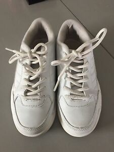 Youth bowling shoes