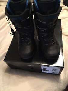Snowboarding boots size 9 adult in excellent condition