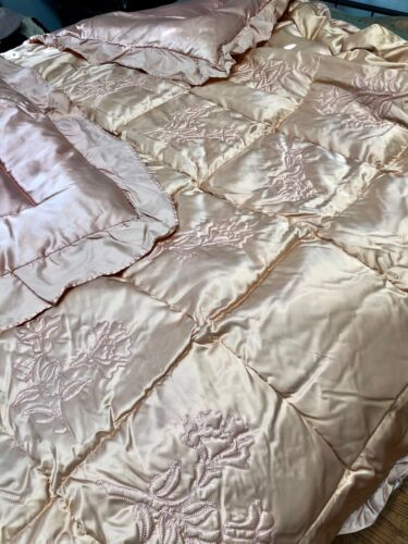 SUPERB 1930s OLD HOLLYWOOD Regency RAYON Pink-Peach SATIN COMFORTER w/FLOWERS