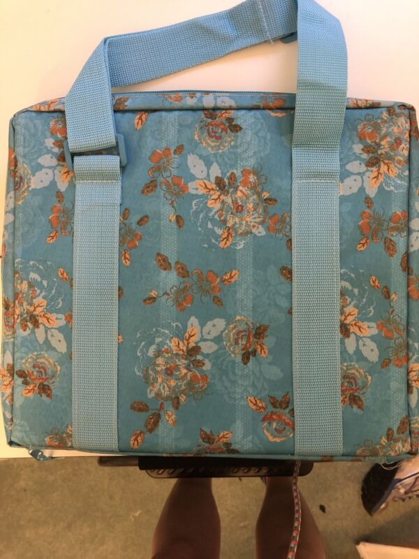 Stitch Bow Needlework Travel Case With Floss