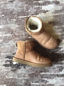 Authentic UGGS sz 8