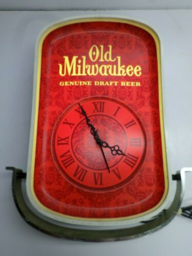"Vintage 1968 ""OLD MILWAUKEE BEER"" LIGHTED WALL CLOCK - It WORKS!"