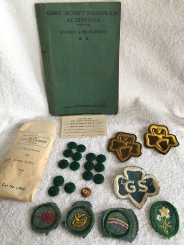 GIRL SCOUT 1938 HANDBOOK VINTAGE & MEMORABILIA COOKIES SALES AND BUTTONS PATCHES