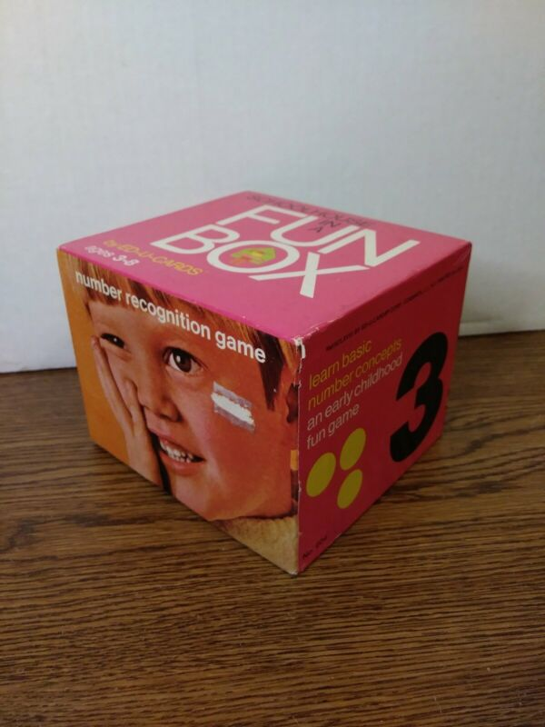 SCHOOLHOUSE IN A FUN BOX BY ED-U-CARDS 1968 COMPLETE NUMBER RECOGNITION GAME