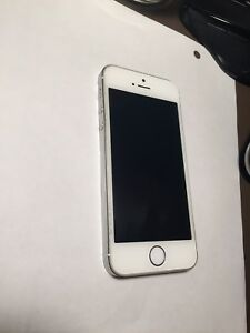 White iPhone 5s 16gb Locked to Rogers.