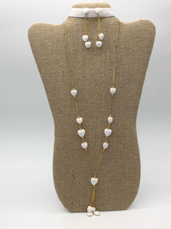 VINTAGE GOLD TONE WHITE PLASTIC HEART BEAD NECKLACE AND DANGLE PIERCED EARRINGS