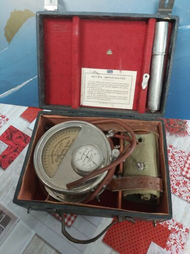 Former medical device for measuring blood pressure by G. Boulitte 1930
