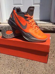 Nike Zoom Hyperdunks - Size 9