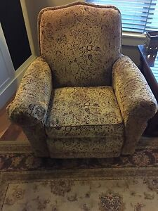 Lazy Boy Buy Or Sell Chairs Amp Recliners In Calgary