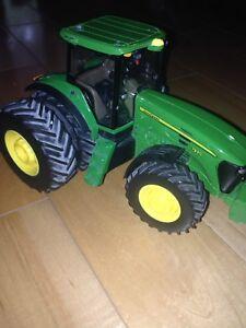 Modèle réduit tracteur john deere