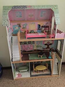 Wooden doll house Canberra City North Canberra Preview