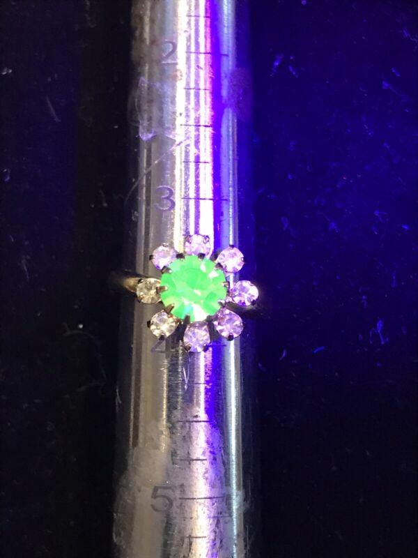Adjustable Vintage Flower Uranium Vaseline Glass Ring
