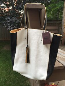 ROOTS BRAND NEW WITH TAGS French Tote leather  large purse