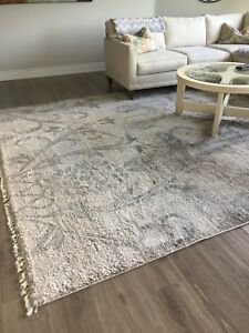 Stunning silk area rug, almost new 9x12
