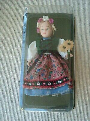 Kleines Mädchen Vom Land (Kleine Porzellan Puppe von De Agostini 14cm * Nr. 40 Schönheit vom Lande *)