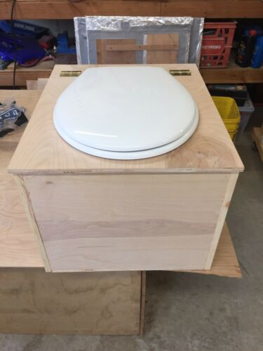 Sawdust Composting Toilet with Urine Diverter