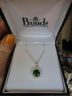Necklace with green pendant Albury Albury Area Preview