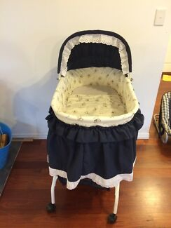 Baby bassinet  Eatons Hill Pine Rivers Area Preview