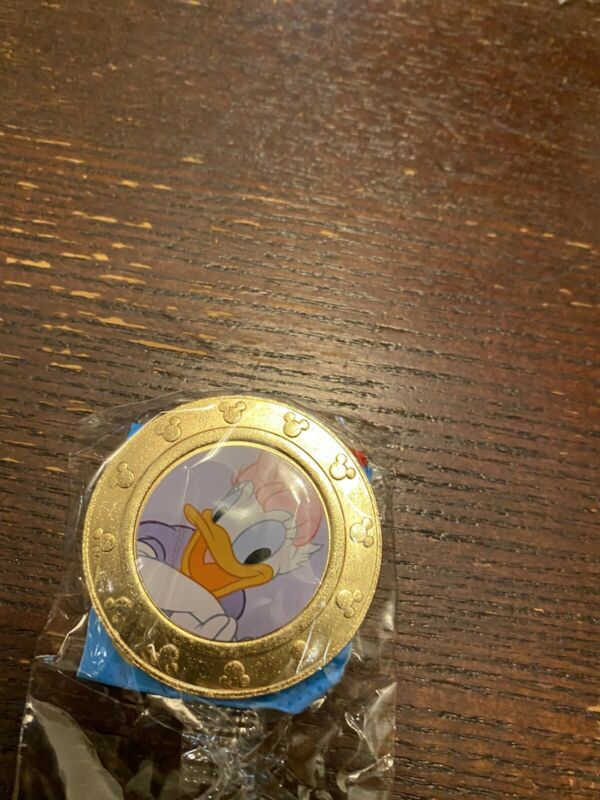 NEW Disney Mickey Mouse Wonder Mates Metal Coin Daisy Duck Lavender Background