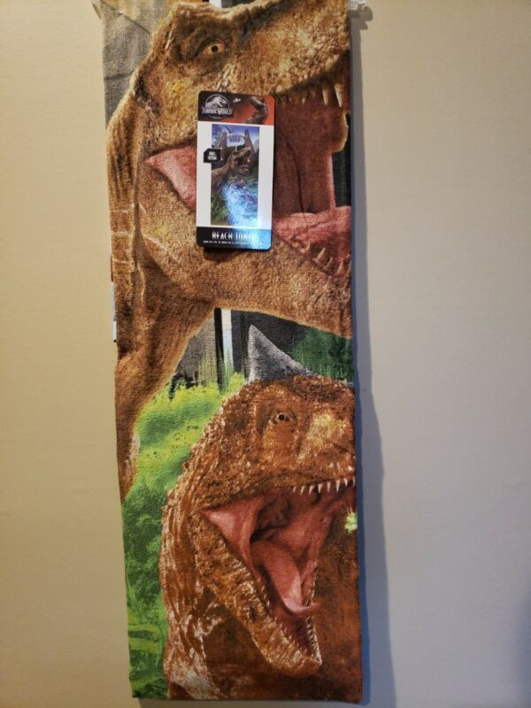Jurassic World Epic Convos Beach Towel measures 28 x 58 inches NEW