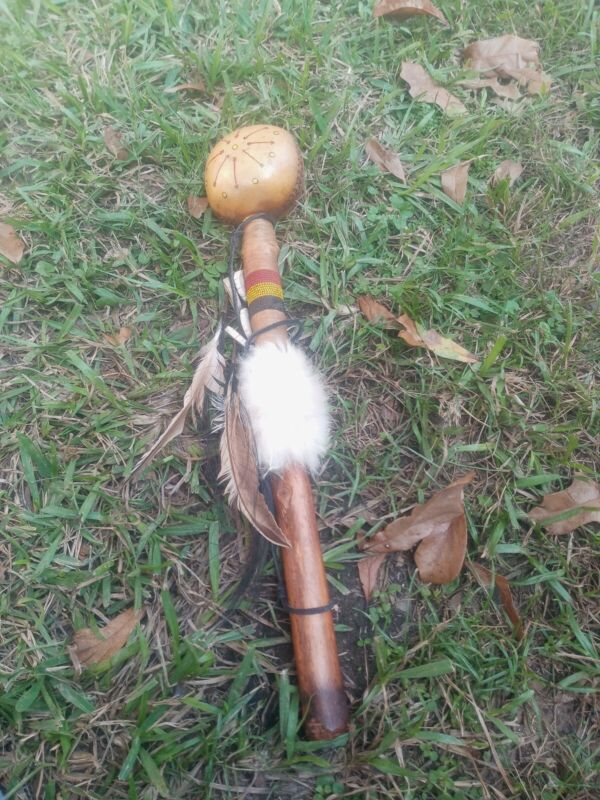 **AWESOME OLD NATIVE AMERICAN 1950s HAND MADE RAWHIDE RATTLE SHAKER SHAMAN !*