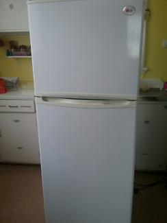 L.G Fridge/freezer