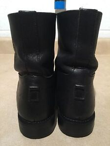 """Women's """"On Course"""" Leather Boots Size 9 London Ontario image 4"""
