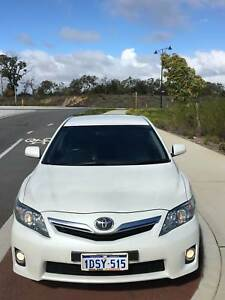 Toyota Camry HYBRID LUXURY HL (Crystal Pearl White)
