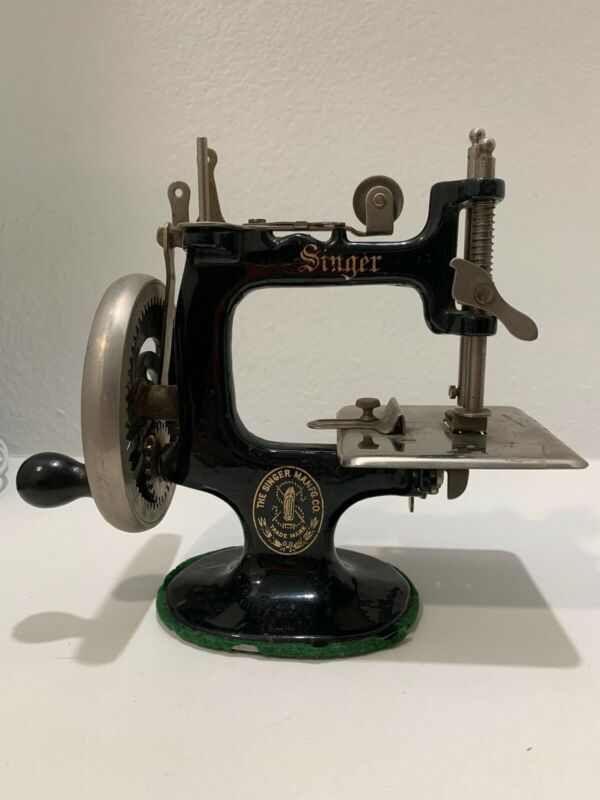 Antique Vintage Singer Toy Miniature Sewing Machine