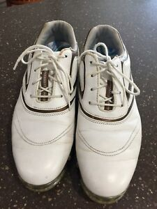Ladies golf shoes size 9/9.5