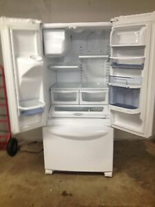 Kenmore elite fridge 2 years old Stratford Kitchener Area image 4