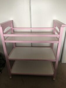Greco beautiful real wood change table painted pink 25$!!