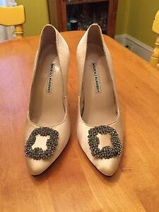 New MANOLO BLAHNIK shoes! Need gone! Make an offer!