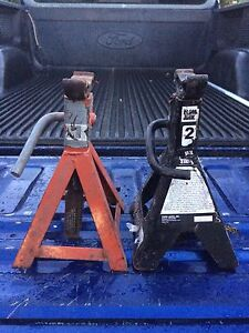 Car or small engine jacks, 20 for pair.. 2 ton