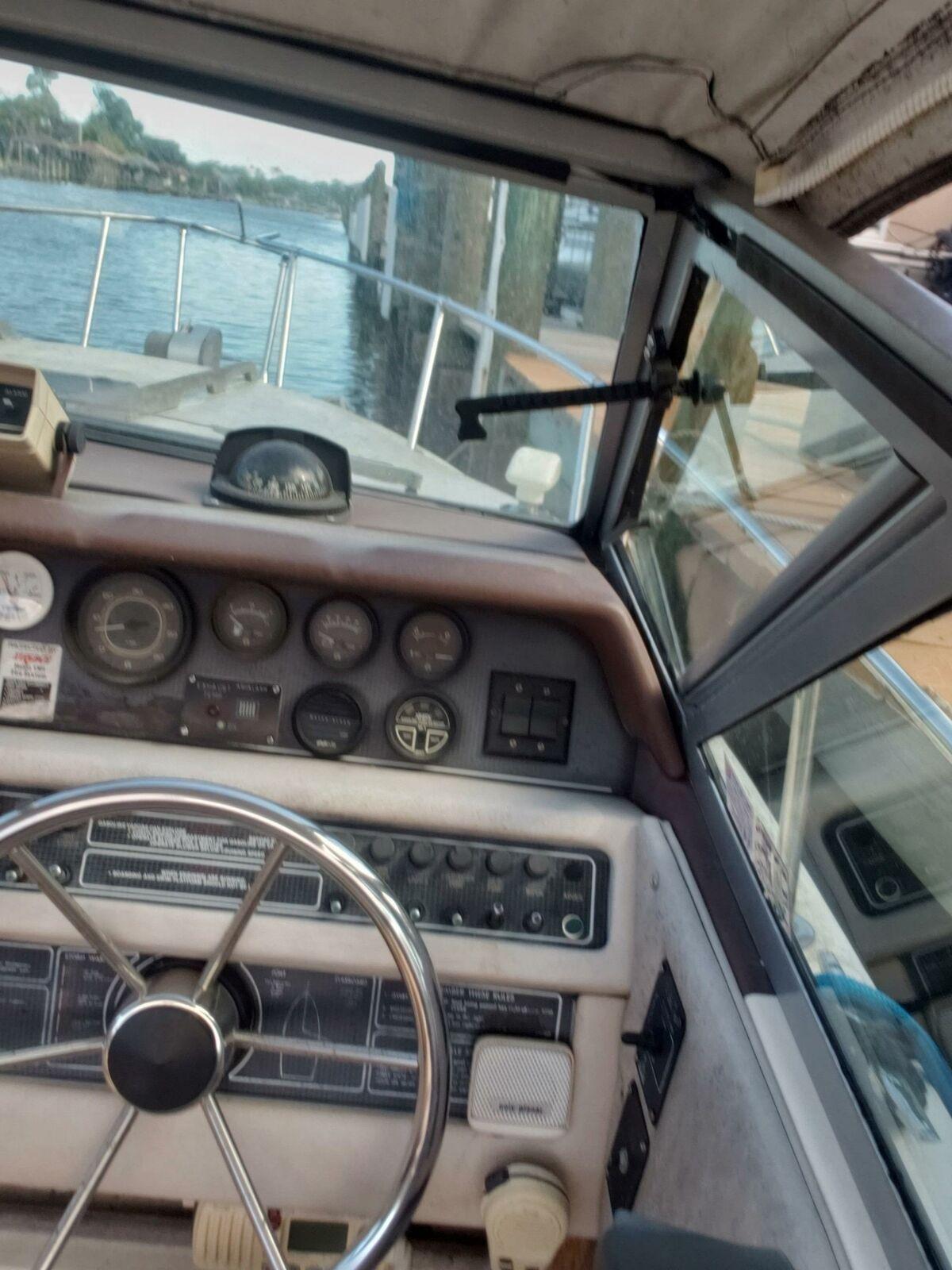 1986 SEA RAY BOAT 23' Located in PALM COAST, FLORIDA - NO TRAILER