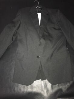 Boys suit size 12, shirt included