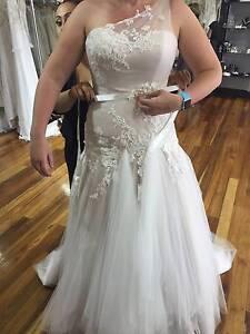 Jack Sullivan Megan Pre-loved Wedding Dress Champagne- Size 12-14 Pakenham Cardinia Area Preview