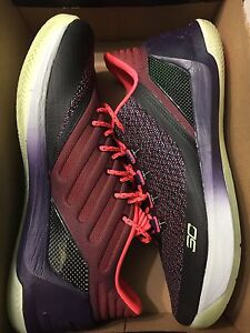 Brand New  Under Armour Steph Curry 3 Lows - Size 11