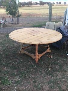 Pacific green Navajo circular dining table and chairs