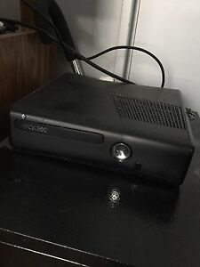 For Sale: Xbox 360 & Controller (with charging cord!)