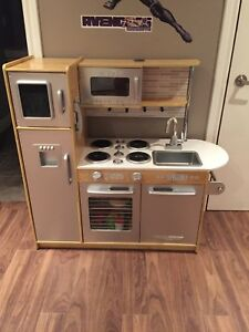Excellent condition Kids Kraft toy kitchen and food