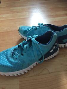 Ladies 7.5 Reebok Sneakers