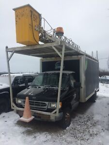 Boom truck bucket truck