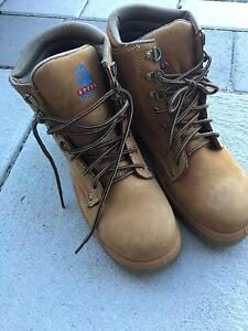 Size 7 steel blue work boots (nearly new) Canning Vale Canning Area Preview