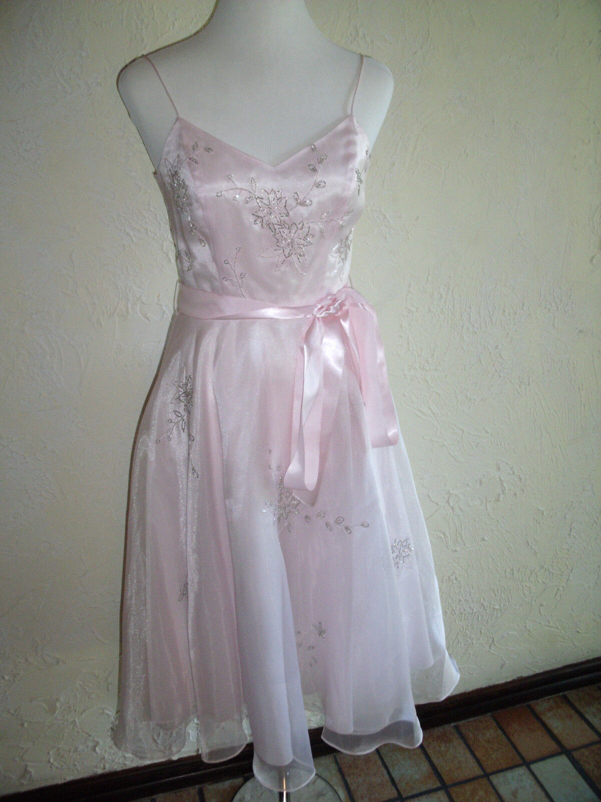http://www.ebay.com/itm/NIKI-BY-NIKI-LIVAS-Size-4-Pink-Prom-Or-Homecoming-Dress-With-Spaghetti-Straps-/321494766972?pt=Bridesmaid_Dress&hash=item4ada94d57c