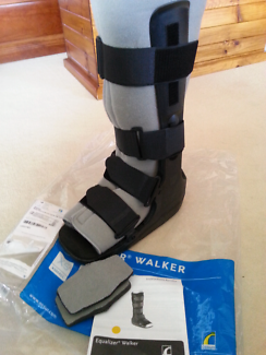Moon Boot Equalizer walker for foot / ankle size M