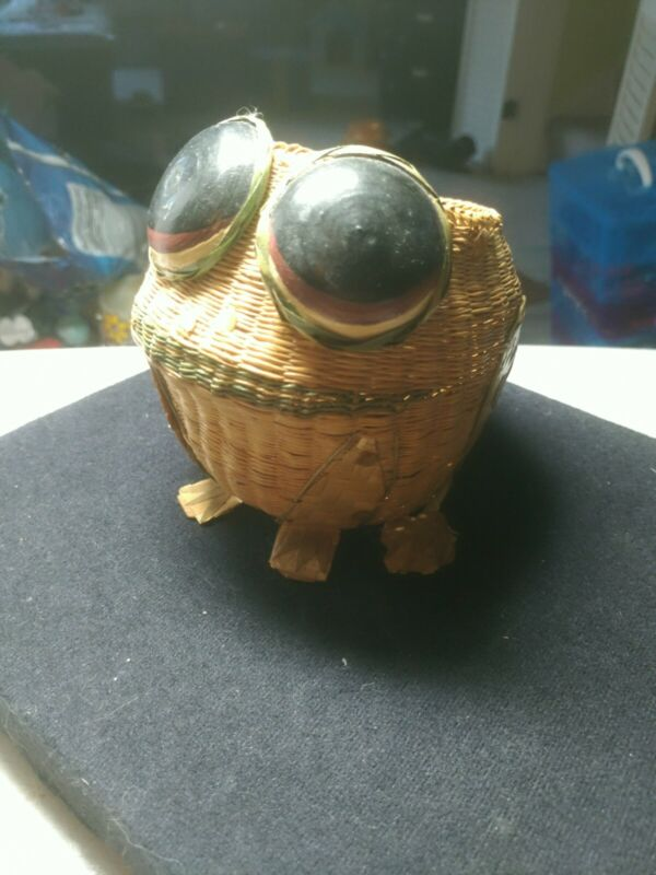 Toad Frog Figure Smiling White Super Big Eyes Planter Figurine 4 1/2 x 5 in