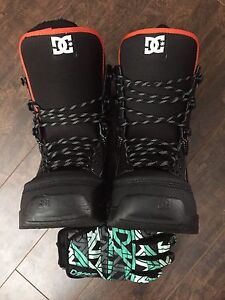 Snowboarding boots and Gloves