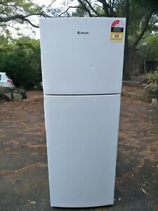 Westinghouse fridge with freezer on top 339L. Runs well